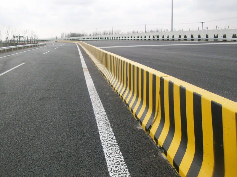 Road traffic safety facility